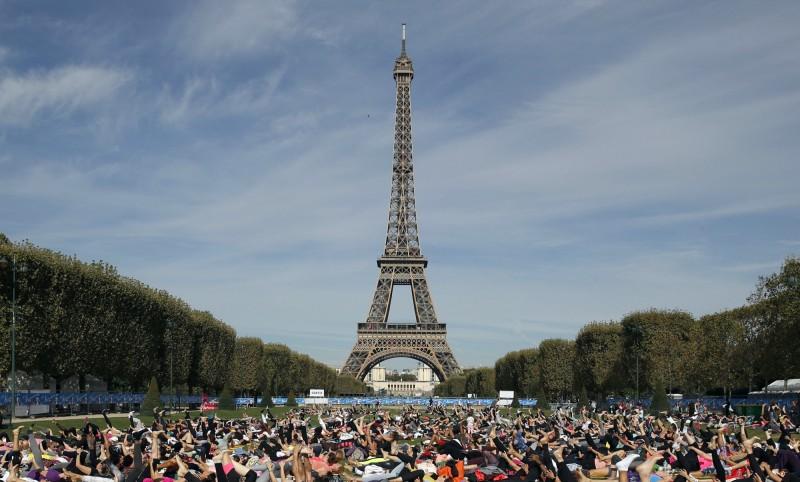 法國巴黎艾菲爾鐵塔(Eiffel Tower)今(31)日迎接130歲生日。(美聯社)