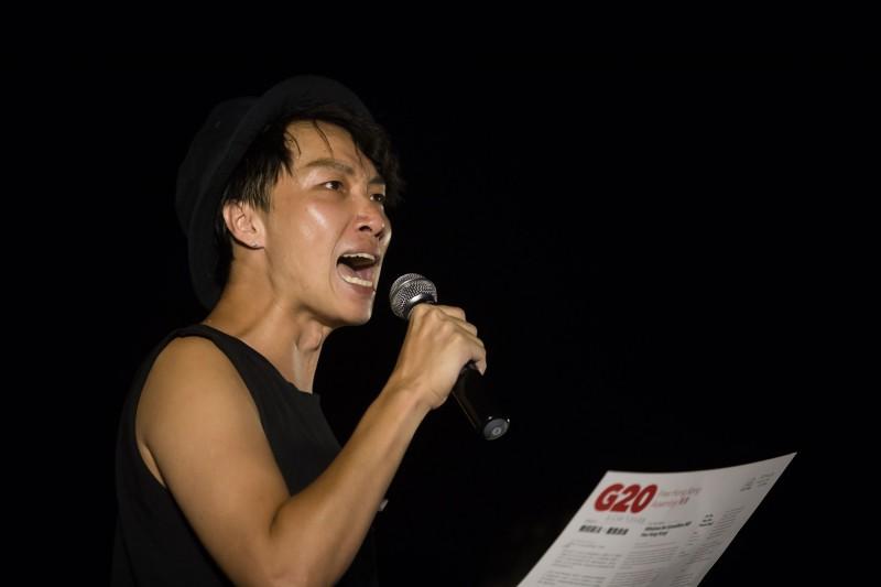 遇襲住院的香港民陣召集人岑子杰今(19)日晚間發表〈給香港人的家書〉,呼籲市民手足「直視恐懼、面對挑戰」。(資料照,彭博)