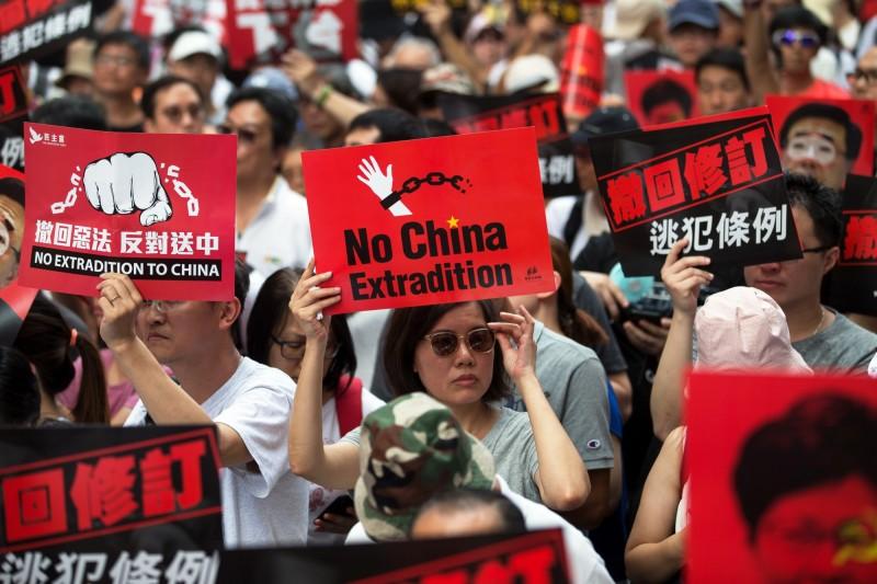 今(9)日香港「反送中」遊行,要求政府撤回《逃犯條例》修訂案。(歐新社)