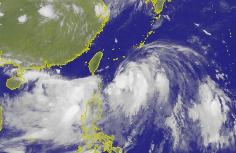 丹娜絲颱風過後,「91W」低壓區正在蠢蠢欲動。(圖擷取自中央氣象局)