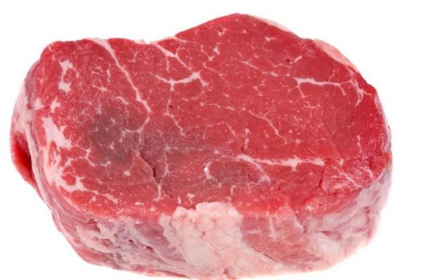 中國山東濟寧一名程姓婦人(24日)早上至市場買了塊新鮮牛肉,不料回到家準備料理時,竟發現牛肉正在跳動。(圖擷取自網路)