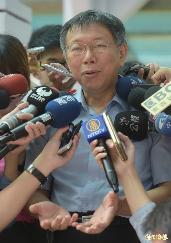 台北市長柯文哲(見圖)受訪時提到,前總統陳水扁的病情是從裝病到真的生病,遭到扁醫療小組反駁,今天(30日)小組發表聲明表示,將開除柯文哲的醫療小組召集人身分。(記者張嘉明攝)