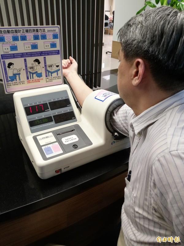 美國心臟協會2017年高血壓治療指引,改變了高血壓的標準,從140/90降為130/80。(資料照,記者吳亮儀攝)