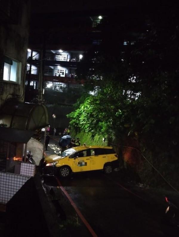 網友po出昨日的事故照片。(圖擷自爆料公社)