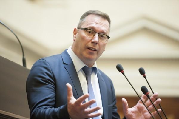 比利時國會友台小組共同主席的勒克斯(Peter Luykx)。(圖取自推特)