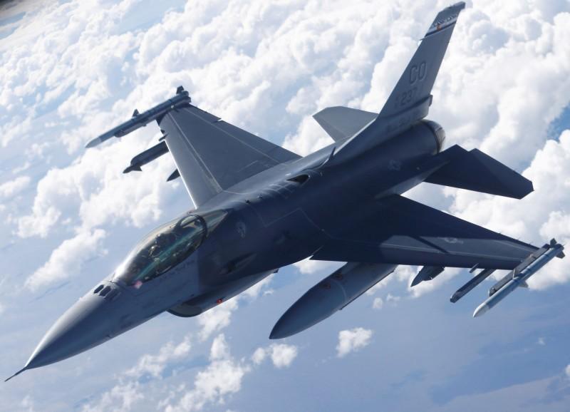 美國媒體報導,川普政府繼續推動對台灣的80億美元新型F-16戰機軍售案,聯邦參議院外交委員會的重量級議員盧比歐(Marco Rubio)16日證實這項消息。(路透資料照)