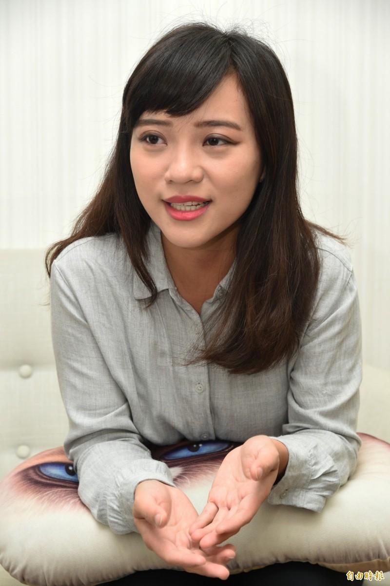 高市議員黃捷今天針對韓國瑜北上提告一事批市長荒廢市政,只想著選舉。(記者張忠義攝)