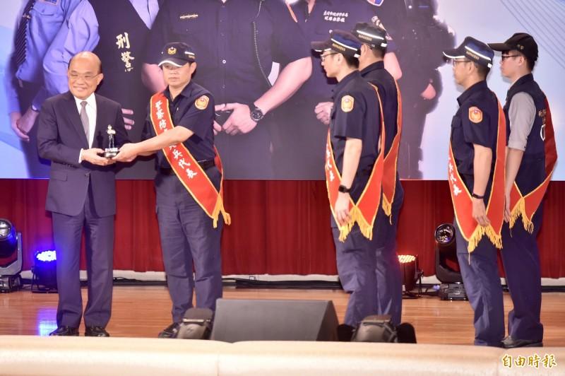 行政院長蘇貞昌今13日出席警政署警察防疫尖兵表揚活動。(記者塗建榮攝)