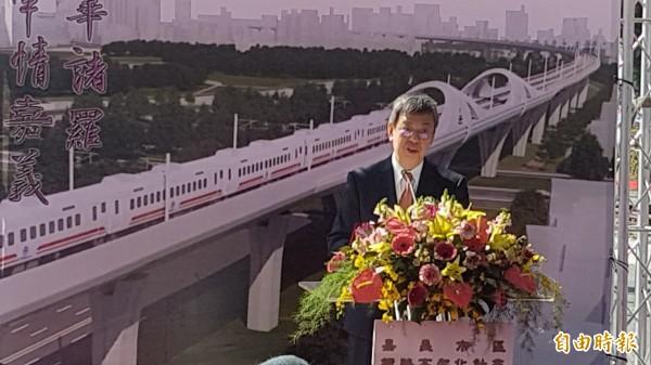 副總統陳建仁表示,鐵路高架化是縫合嘉義市區的重要建設。(記者丁偉杰攝)