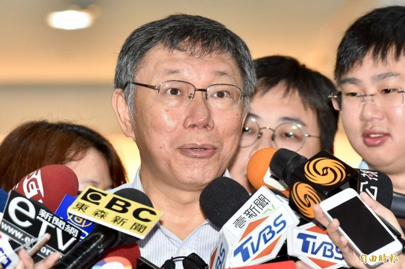 台北市長柯文哲昨晚接受電視專訪,表示「能力可以後天訓練,品德很難」,被解讀在暗諷高雄市長韓國瑜,對此,柯文哲今受訪要大家別對號入座。(記者塗建榮攝)