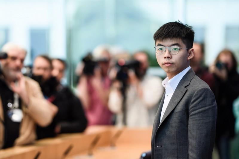 香港民主派領袖黃之鋒今天在柏林表示,政治的壓迫讓香港一整代年輕人都成異議分子,一如冷戰時代的柏林。(歐新社)