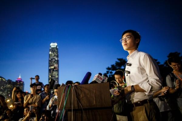 陳浩天在集會上演說。(法新社)