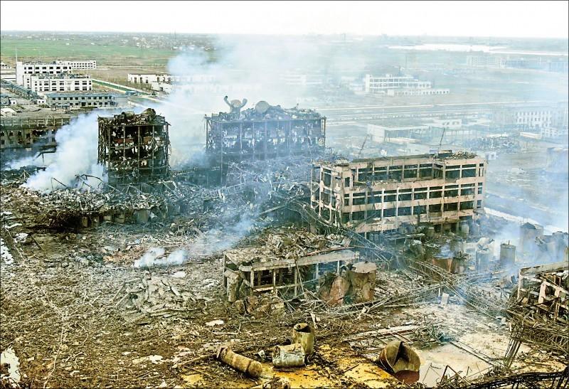 中國江蘇響水21日發生爆炸工安事故,第2天的空拍照片顯示廠區全毀。(法新社)