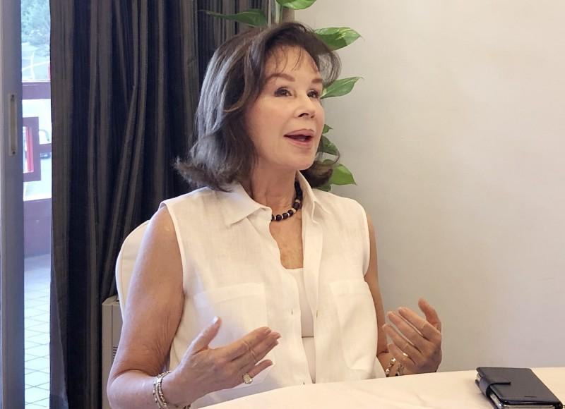 曾隨父親駐台近3年的秘魯前外交部長夫人龔薩蕾絲,表示,「台灣人的正直、民主價值、科技發展,以及台灣對全球提供的援助、愛心無所不在,都是台灣能向世界行銷的優點;雖然台灣並沒有很多的邦交國,但這些都是超越邦交的」。(中央社)