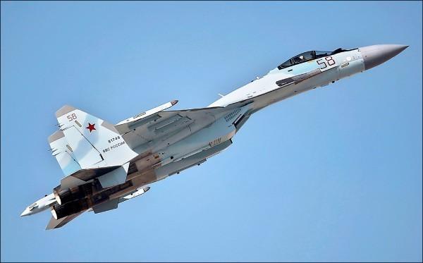 美媒指出,蘇-35戰機能夠對台灣或其他任何敵人進行遠程空中作戰。(美聯社)