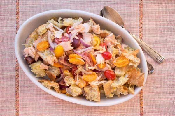 地中海飲食法主要是多食用蔬果類,並以堅果等穀物為主食,魚類為配餐。(美聯社)
