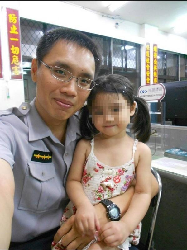 警員洪佳碩也經常找到迷路失蹤的兒童。(記者張瑞楨翻攝)