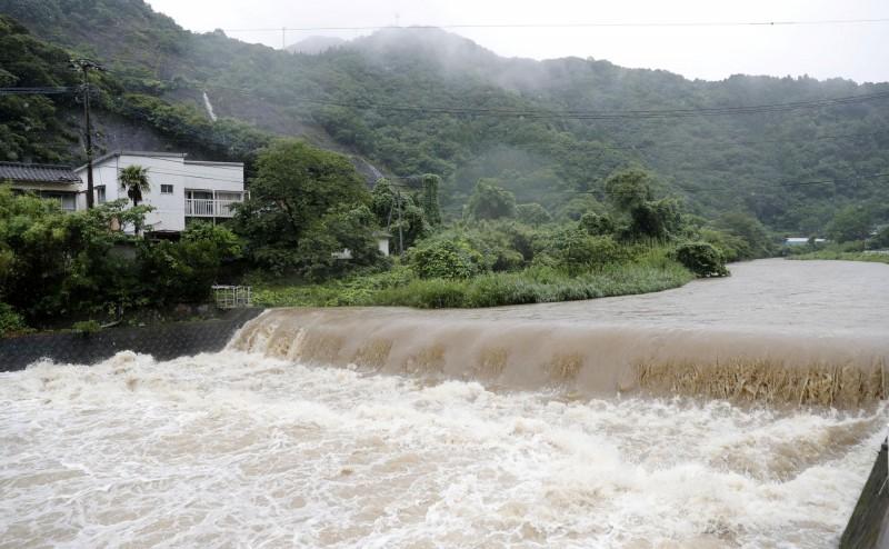 日本正逢3連休假期,各地卻頻頻傳出溺水意外,光是昨天(11日)就至少有15人溺斃。日本河川溪流示意圖。(路透)