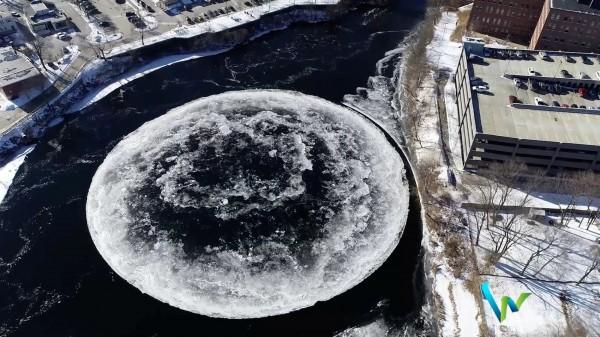 韋斯特布魯克官員估計,冰盤直徑大約300英尺(約91公尺)。(路透)