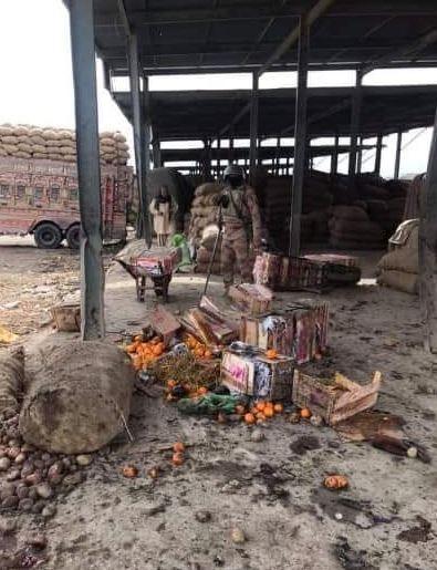 巴基斯坦露天市場爆炸仍未有組織出面坦承犯案。(圖擷自推特)