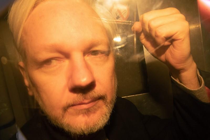 維基解密聯合創辦人阿山吉(Julian Assange)今(2)日告訴倫敦的法院,他的工作保護了「許多人」,並拒絕被引渡到美國接受洩密案審判。(法新社)