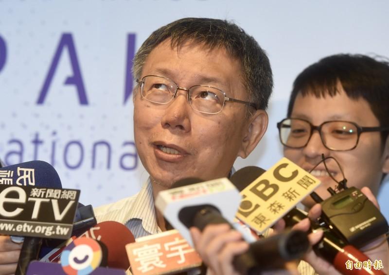 台北市長柯文哲今日受訪,聲稱因為總統蔡英文在中國發表「告台灣同胞書40週年」談話後「撿到槍」回嗆,才會造成中國頻頻派軍艦、飛機繞台灣。(資料照)