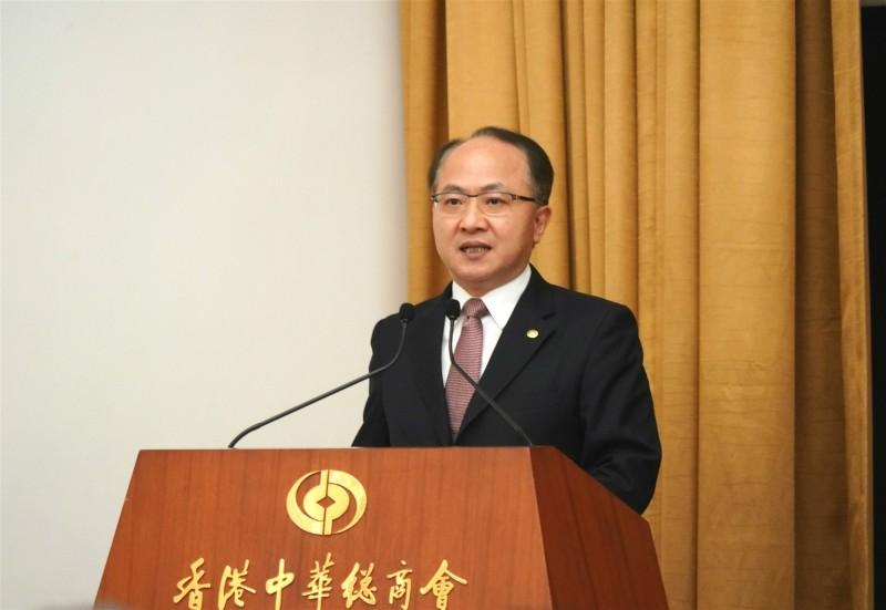 中聯辦主任王志民今在記者會上嚴厲譴責昨日遊行的「暴民」目無法治。(圖取自中聯辦官網)