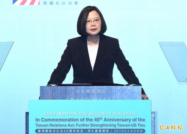鴻海集團董事長郭台銘表態參選總統,蔡總統今天在台南回應記者提問時表示尊重。(資料照)