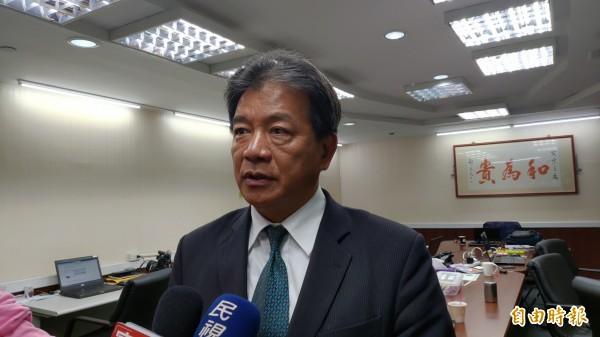 针对台南市议会议长郭信良(见图)今天在受访时表示,本次地方选举期间,总统曾与行政院赖院长「互呛」。。(记者蔡文居摄)