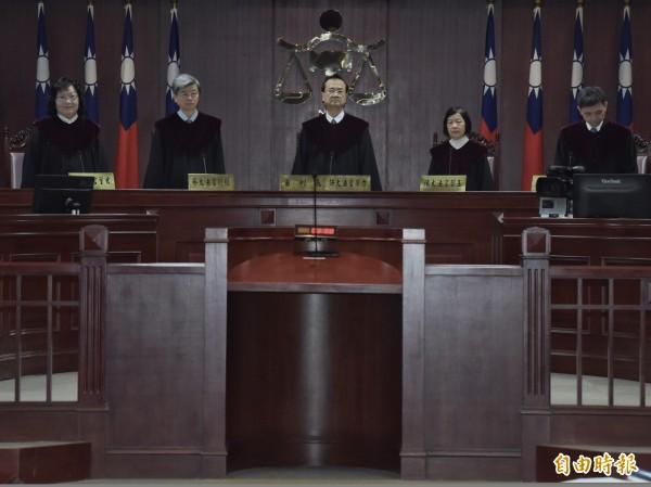 針對同婚釋憲案,大法官24日召開憲法法庭進行言詞辯論,由司法院長許宗力(中)擔任審判長。(記者黃耀徵攝)