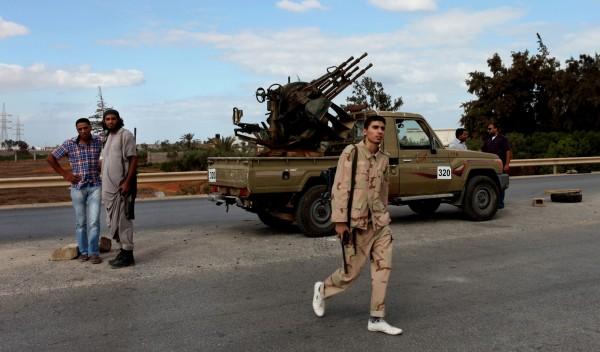 豐田車為非洲、中東等武裝組織愛用載具,有卡車界的「AK-47」、「窮國的坦克」等稱號。(美聯社)