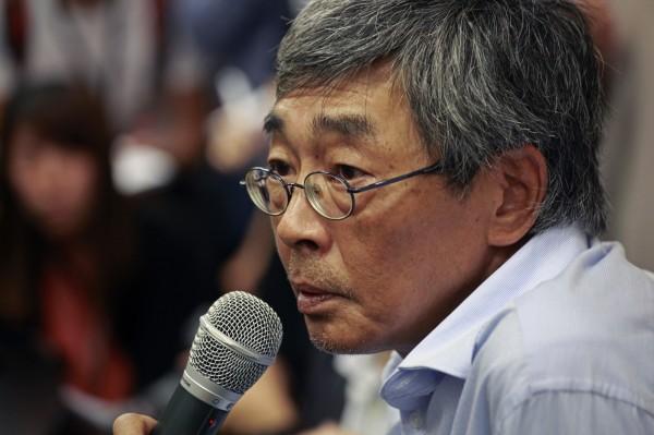 香港銅鑼灣書店店長林榮基14日返港後,16日召開記者會說明「被失蹤」經過,其中他提到被中國當局要求提供書店交易紀錄。(美聯社)