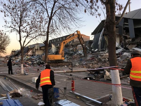 中國大陸北京市大興區發生重大火災後,當局強拆違建,外地人口被迫遷離。(資料照,中央社)