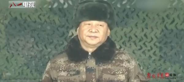 在影片中隨處可見中國武器總彙,如潛艦、戰機,當然少不了習近平的畫面和聲音。(圖擷取自影片)
