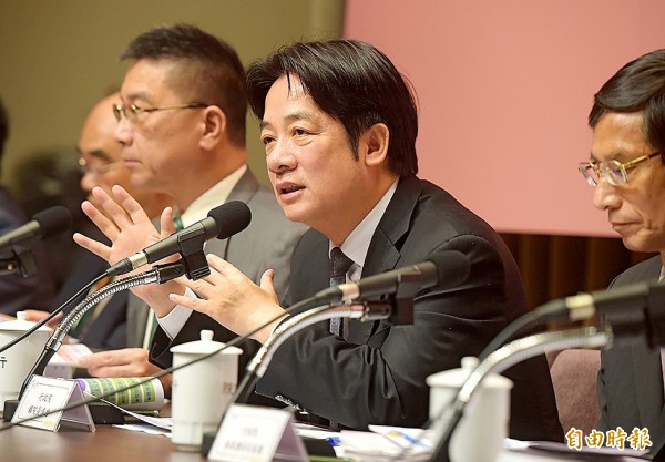 Premier William Lai, center, attends a news conference to introduce the Cabinet's new child policy at the Executive Yuan in Taipei yesterday. Photo: Huang Yao-cheng, Taipei Times