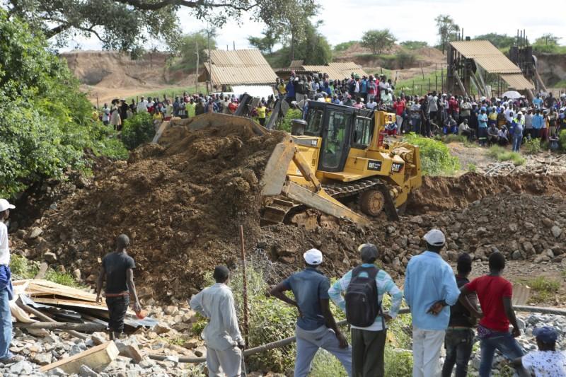 辛巴威卡多馬地區發生洪水,60多名非法金礦工人被沖進礦井底部,恐有40多人被埋在地底喪命。(美聯社)
