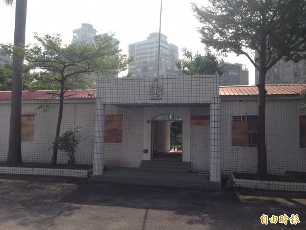 「萬隆東營區」原計畫打造食物銀行,因里民反對,全案打消,將先改為停車場。(資料照,記者何世昌攝)
