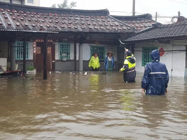 針對大雨釀災,蔡英文強調氣象預報是「重中之重」,專家則抱怨研究經費明年被砍。(資料照)