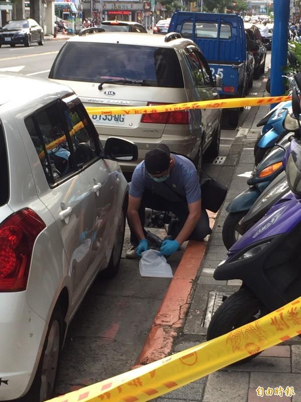 台北市今天下午發生潑酸事件,姪子疑似為討債,朝阿姨潑不明液體,警方前往現場搜證。(記者陳恩惠攝)