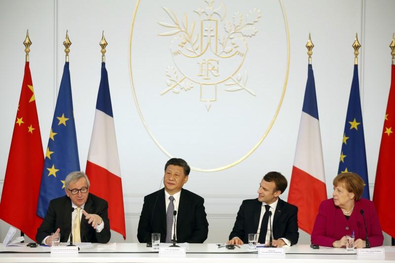 習近平26日與法國總統馬克宏、德國總理梅克爾、歐盟委員會主席容克出席會議。(美聯社)