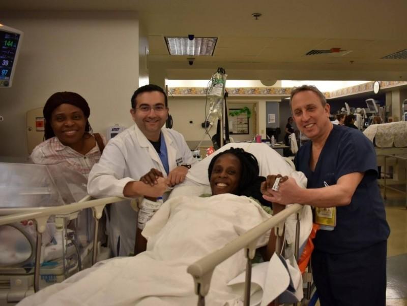 美國德州孕婦奇亞卡(Thelma Chiaka),在9分鐘內生下兩對男雙胞胎以及一對女雙胞胎。(圖擷自The Woman's Hospital of Texas臉書)