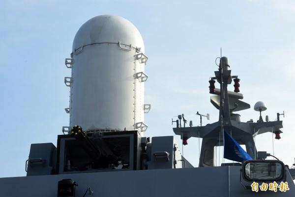 參謀總長李喜明建議,佳山與志航基地部署近迫防空快砲系統,能讓兩個基地安全措施獲得強化。圖為沱江艦所屬方陣快砲。(資料照)