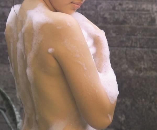 小三傳送自己與王男合拍的裸照挑釁元配,嗆聲「妳悲哀的只剩張紙(結婚證書)」、「妳脫光了,他也只會覺得噁心」。(情境照)