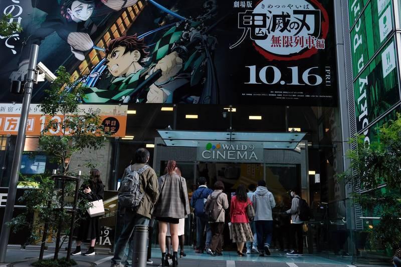 《鬼滅之刃》10月中在日本上映,至今天為止已創下157億日圓(約合台幣43億元)的超高票房,「全集中呼吸」也成為流行用語,今即傳出首相菅義偉在答詢時也引用劇中台詞。(彭博)