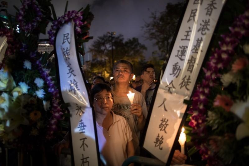 香港民眾出席「六四」燭光集會,悼念當年學運罹難者。(歐新社)