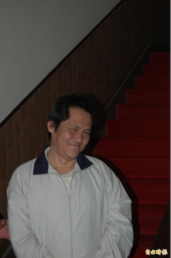 高等法院今召開縱火致父母雙亡的翁仁賢延押庭,翁被還押時卻笑著上囚車。(記者楊國文攝)