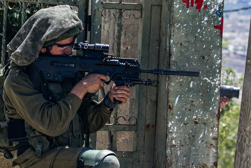 以色列軍方表示,他們射殺了4名手持AK-47的巴勒斯坦武裝份子。圖為以色列軍人示意圖。(資料照,法新社)