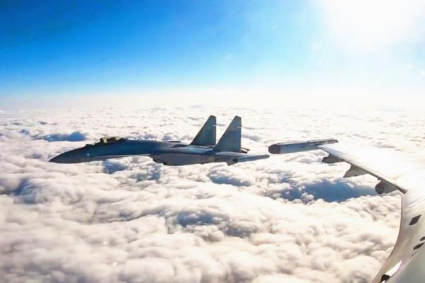 解放軍軍機照片。(圖擷自微博)