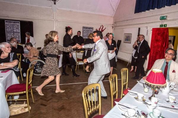 英国一间夜店专门收年长的客人。 (图撷自脸书)