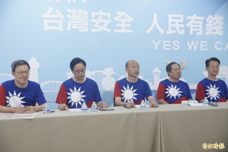 韓國瑜率國政顧問團公布兩岸政策白皮書,批蔡英文「仇中害台愛自己」。(記者黃佳琳攝)